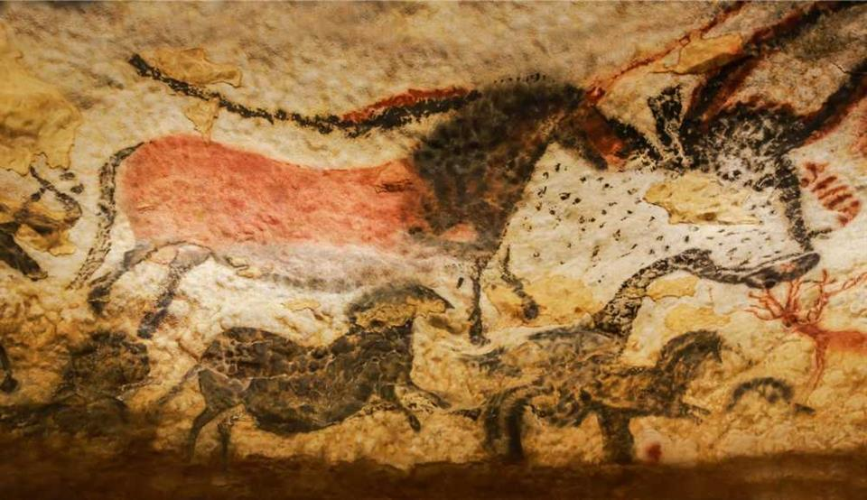 Paintings at Lascaux cave, France, © Thipjang/shutterstock.com