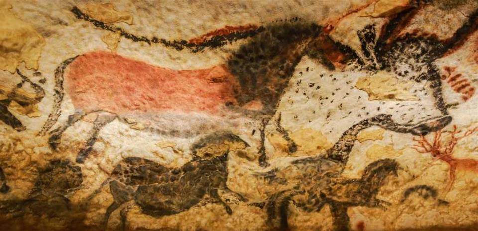 Paintings at Lascaux cave, France, ©Thipjang/shutterstock.com